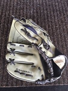Wilson Youth baseball glove  (right handed)