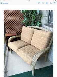 Rotin meubles terrasse jardin dans grand montr al for Causeuse longueuil