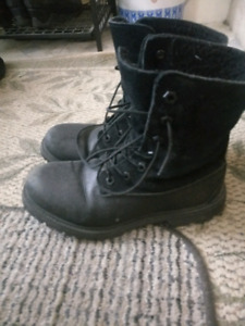 Women's timberland fleece-lined boots, size 7