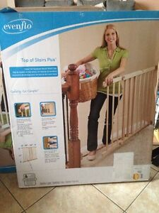 4 x top of stairs baby gates