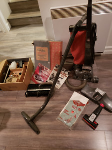 Vacuum/aspirateur Kirby + accs,     150  obo / m. offre