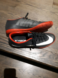 Nike indoor soccer shoes s 11.5