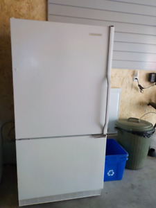 Kitchen Aid .White  21 cubic foot  Refrigerator