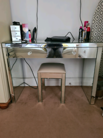 Mirror Dressing table and stool