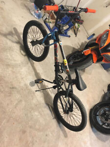 "20"" Capix Rail BMX + 4 stunt pegs and lock"