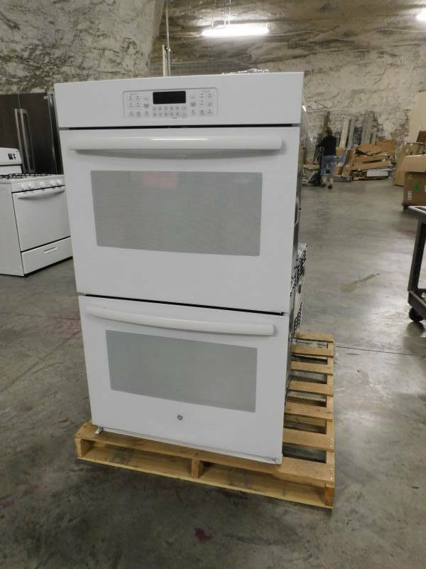GE Built-In Double Wall Oven. JT3500DF1WW Pick Up Only