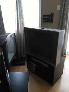 Free tube TV and VHS/DVD player