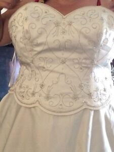 plus-size wedding dress for sale Peterborough Peterborough Area image 1