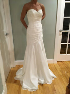 Brand New Mori Lee Wedding Dress & Accessories - size small