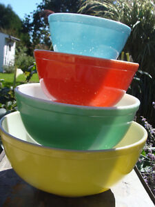 VINTAGE SET PRIMARY COLOURS PYREX BOWLS THICK WALLED NO NUMBERS London Ontario image 7