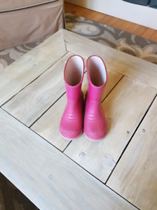 Size 9 toddlers rain boots