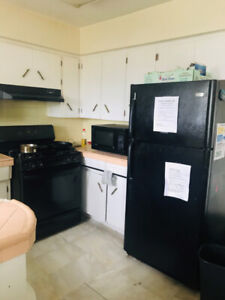 Fully Furnished Room available nearby Burnaby Lake station!<B>