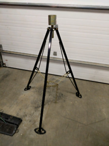 Fifth wheel stabilizer tripod