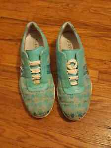 Guess shoes  Stratford Kitchener Area image 1