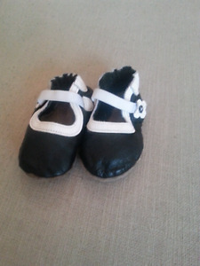 Robeez shoes 6-12 months Black & White