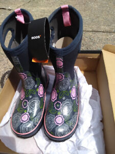 Bogs brand new big girl size 6 /women size 7.5/8 winter boots