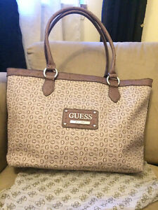 100% AUTHENTIC GUESS XLARGE HANDBAG BRAND NEW