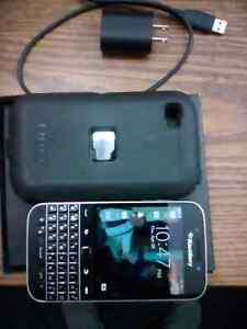 FOR SALE OR TRADE - MINT UNLOCKED BLACKBERRY CLASSIC (Q20)