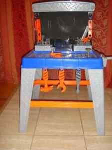 TOODLER TOOLS TABLE