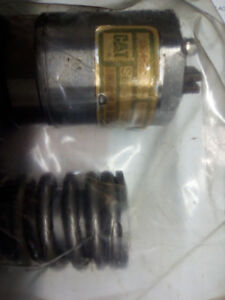 Selling six fuel injectors for a caterpillar 3176A truck engine