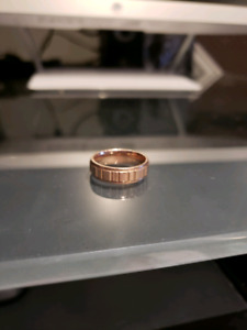 Rose gold men's wedding band