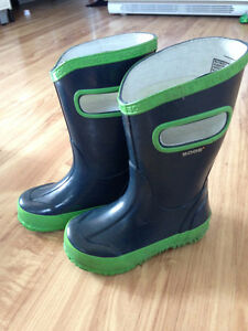 Toddler boys BOGS, size 8- great condition!