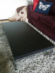 Table basse noire d'Ikea à vendre