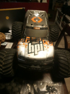Hpi savage x 4.6  big foot