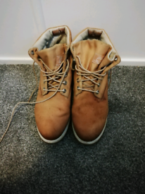 Men's brown Timberland boots. Size 10w