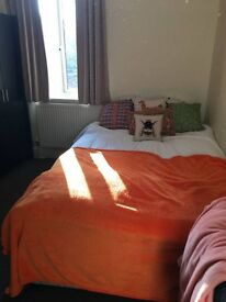 SPACIOUS and CLEAN double room located near Clapham