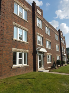 FABULOUS NEW RENO 2 BEDROOM MAIN FLOOR CONNAUGHT AVE SOUTH