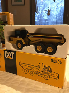 Caterpillar D250E 1:50 Scale Collectible Model