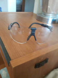 26 pairs of safety glasses