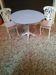 DOLLS / Table and Two Chairs Dining Set