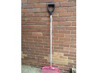Shires pink horse rake (new)