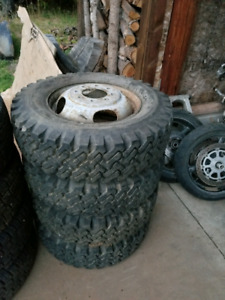 Rare 16.5 Dually rims with tires MS