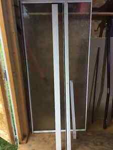 MAXX Raindrop white shower door