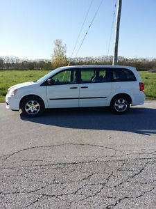 2011 Dodge Grand Caravan stow n go Minivan, Saftied etested
