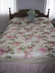 Selling Queen Size Bedset