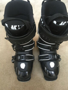 Women's Full Tilt Plush Ski boots.  Size 24/24.5