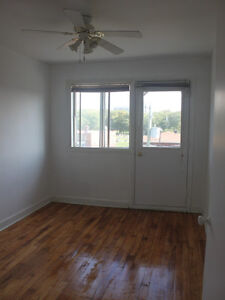 New renovated 4 1/2 Hardwood floor for June at Lachine