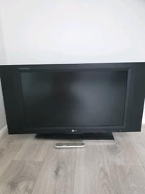 LG Flat Screen LCD TV Flatron M3201C - 8AF HDMI & Side Speakers