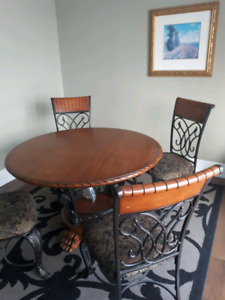 Beautiful Dining / Kitchen table Set