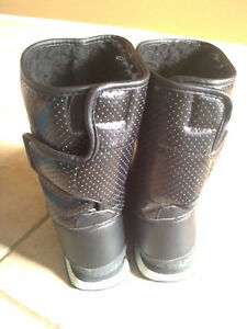 Women's black faux fur lined winter boots Size 7 London Ontario image 6