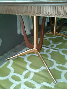 Retro table with attached pop-up leaf. Regina Regina Area image 2