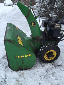 John Deere TRS 32 Snowblower