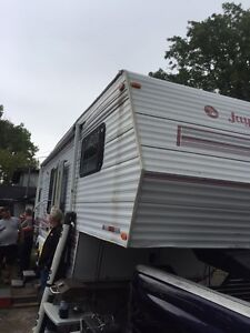 26 FOOT 5TH WHELL JAYCO TRAILER