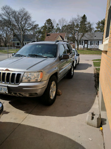 2 Jeep Grand Cherokee