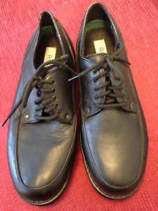 Men's R&R black leather shoes... new condition