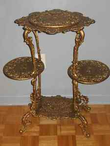 table,antique,antiquité,vintage,or,fer forgé,table d'appoint